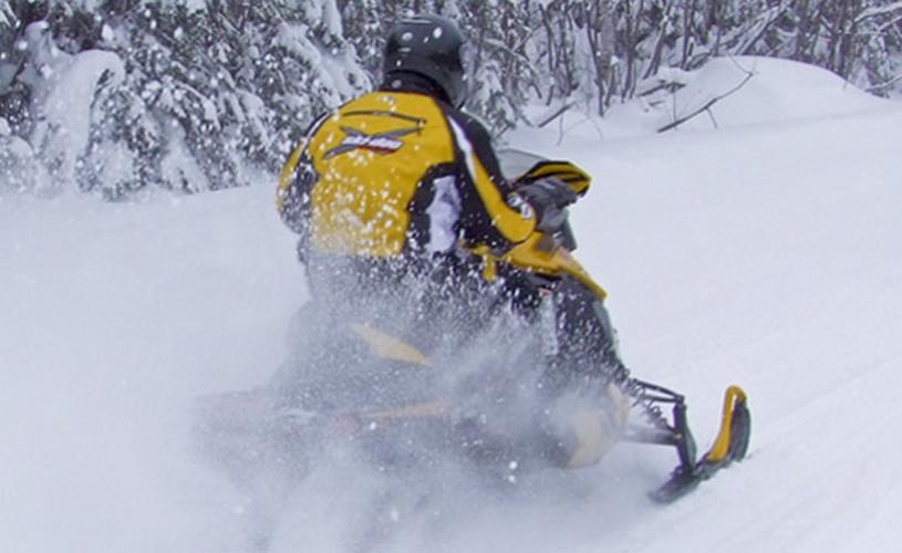Motoneige Saguenay-500